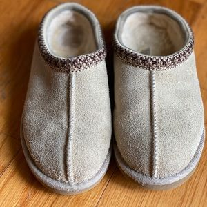 UGG House Shoes Size 4Y